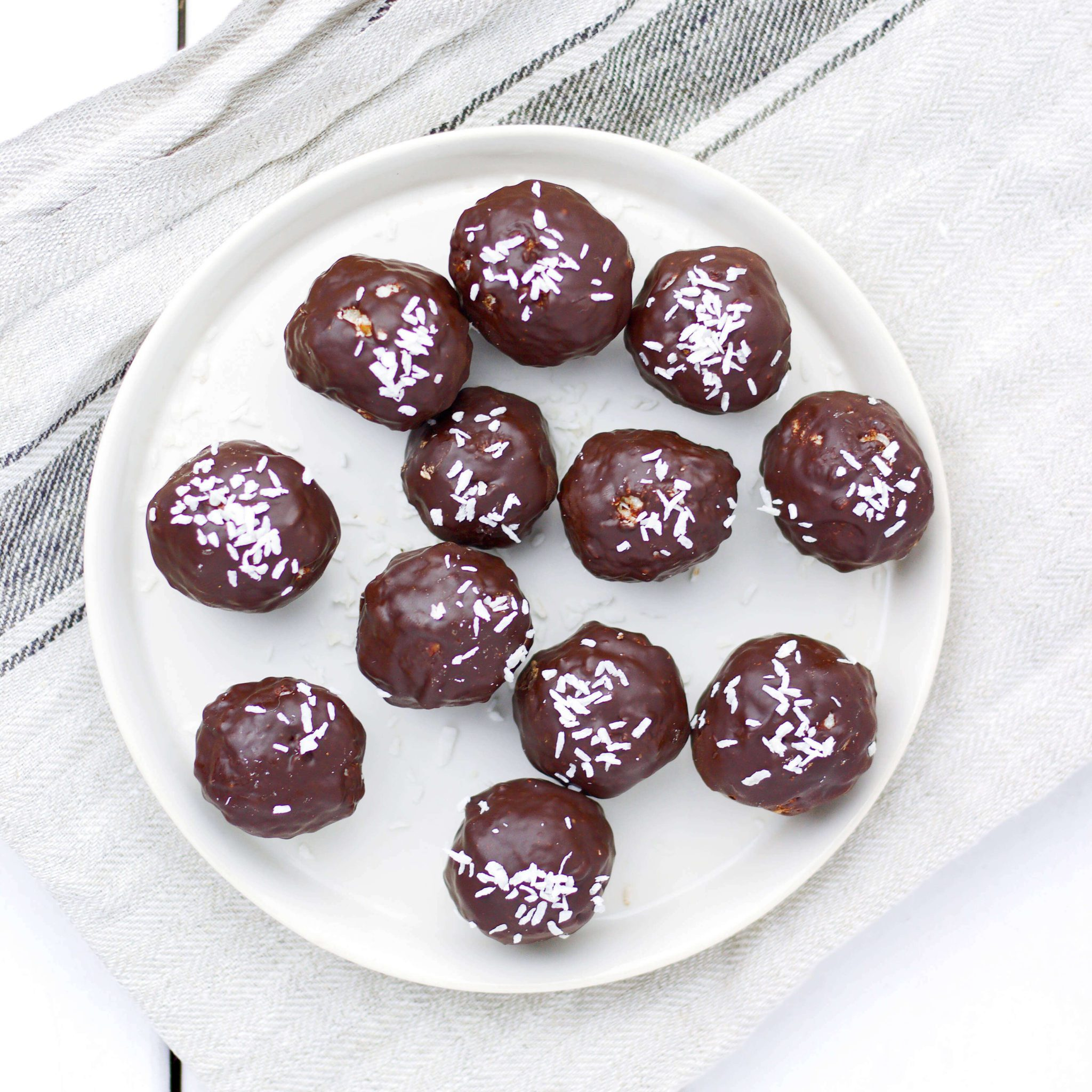 Dark chocolate coconut & almonds balls (VeGaN)