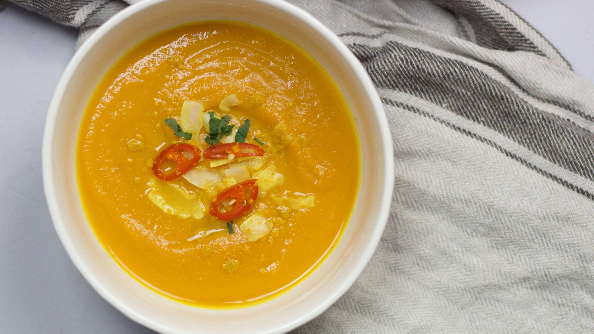 Carrot, sweet potato and chili pepper soup (VeGaN).